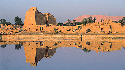 sacred-lake-of-karnak-temple-luxor