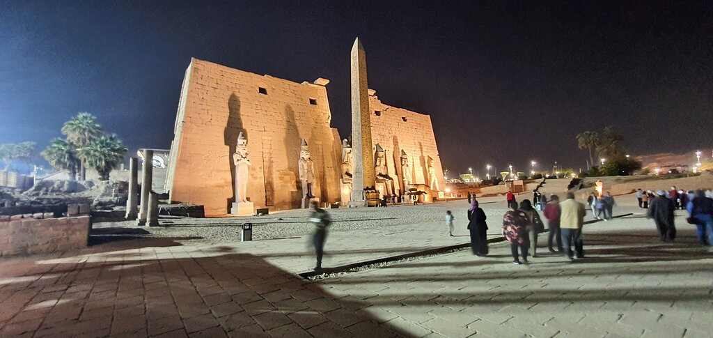 luxor-temple-east-west-bank